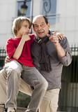 enfant et grand père complices poster