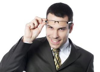 jeune homme avec lunettes hypermétrope