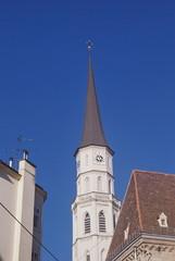 chiesa tra le case