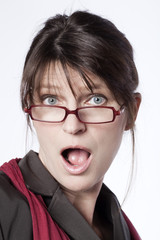 femme d'affaires surprise bouche ouverte
