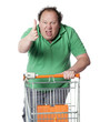 gros homme mécontent au supermarché