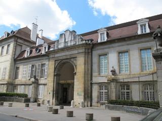 façade d'entée du lycée MP à Dijon