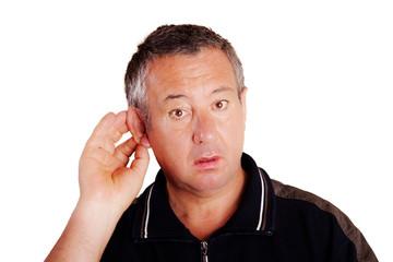 Mann hört schlecht und lauscht 598