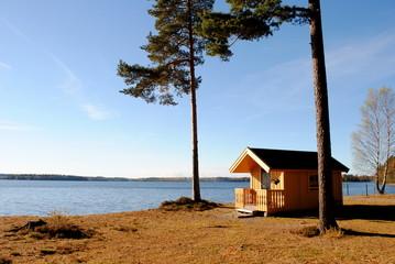 einsame Hütte am See