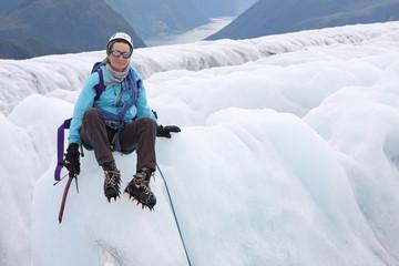 Alpinisme devant les fjords en Norvège
