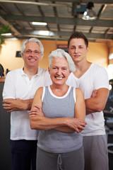Senioren und ihr Fitnesstrainer