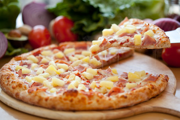 Hawaiian Pizza lifted slice 2