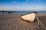Fototapety Ein Boot am Strand von Rerik.