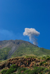 Strombolis volcan explosion