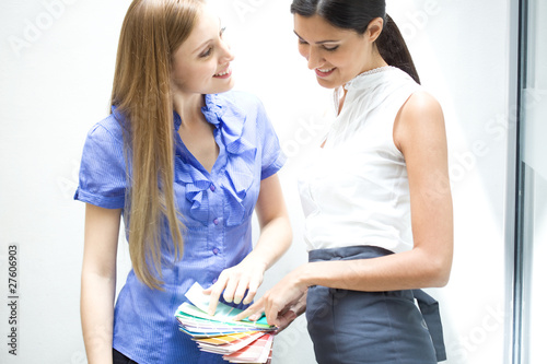 Women choosing a color from a pallete