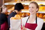 freundliche bäckereifachverkäuferin