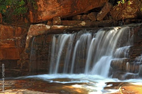 czesc-tropikalnej-wodospadu-tadtone-w-lasach-tropikalnych-w-chaiyaphum