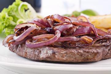 Beefsteak mit Röstzwiebel