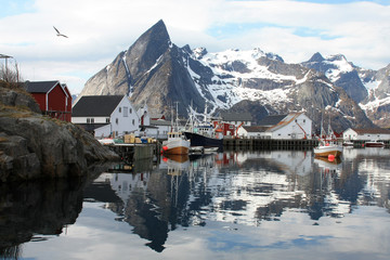 Hamnøy village  mirrors