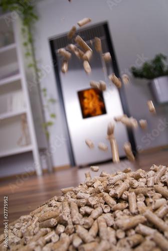 wohnzimmer mit d nischem ofen und fliegenden pellets von. Black Bedroom Furniture Sets. Home Design Ideas