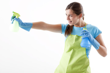 Crazy Housewife Ready To Fight With Spray Bottle
