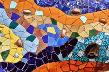 Szczegół mozaiki w Parku Guell w Barcelonie