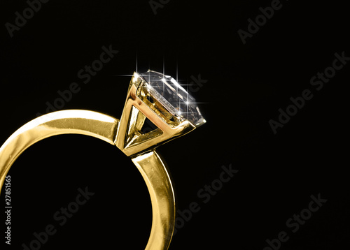 Macro diamond ring