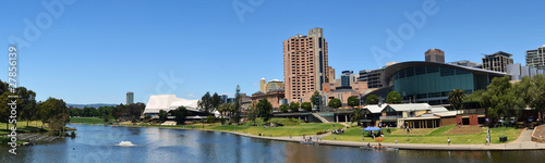 Poster Oceanië A panoramic view of the Adelaide skyline from the River Torrens.