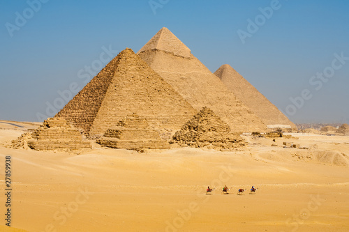 In de dag Egypte Camels Line Walk Pyramids All