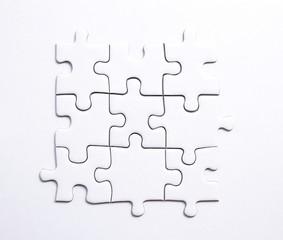 Quadratisches Stück aus 9 Puzzleteilen mit Textfreiraum