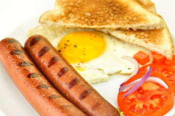 grilled polish sausages with egg and vegetables