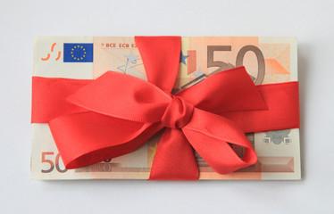 50 EUR mit Schlaufe und Band