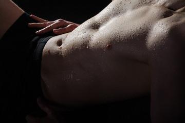 Nackter Oberkörper vom Mann