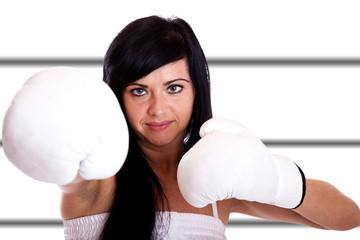 Junge Frau mit Boxhandschuhen 095h