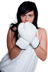Junge Frau mit Boxhandschuhen 112