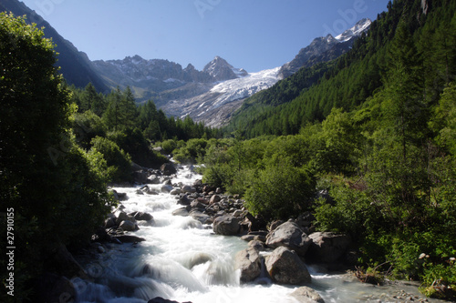 Cascade in the Swiss Alps
