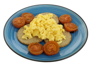 Oatcakes with Scrambled Egg and Tomatoes