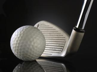 Golfball mit Eisen