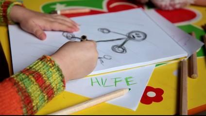gemalter Hilfeschrei eines Kindes