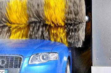 Lavaggio cofano auto