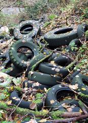 pneumatici abbandonati