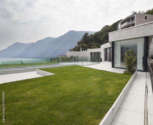 Architettura moderna esterno casa con terrazza e for Esterno casa moderna