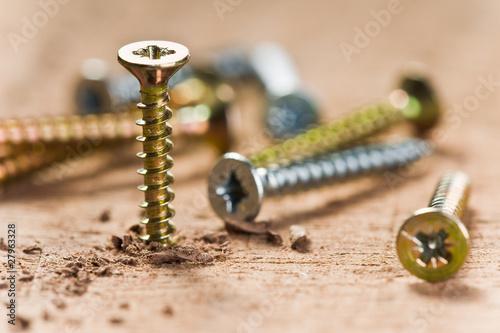 Schraube und Holz - 27963328