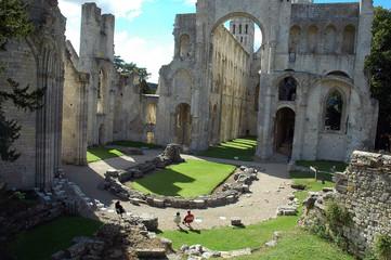 abbaye abbatiale notre dame de jumieges en normandie