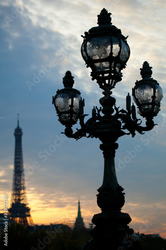 Street lamp and the Eiffel Tower