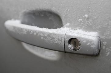 Auto, Türgriff verschneit