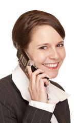 Junge attraktive Frau telefoniert  am Telefon mit Kunden