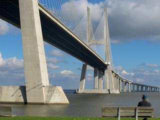 Man and bridge - Mensch und Brücke