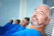 Rentner im Ruheraum