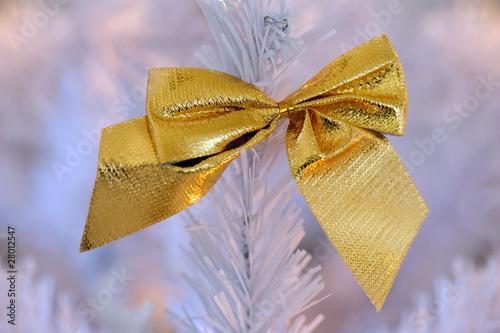 eine schleife am weihnachtsbaum von christian stoll. Black Bedroom Furniture Sets. Home Design Ideas