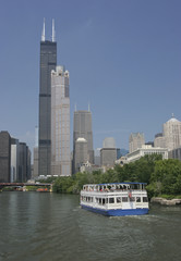 Sears Tower, Chicago River, passenger oat