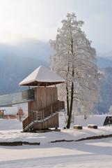 Kinderspielplatz im Schnee