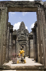Bayon statue framed in doorway