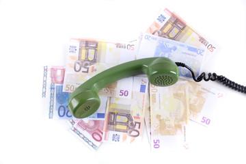 grüner Telefonhörer auf Geld