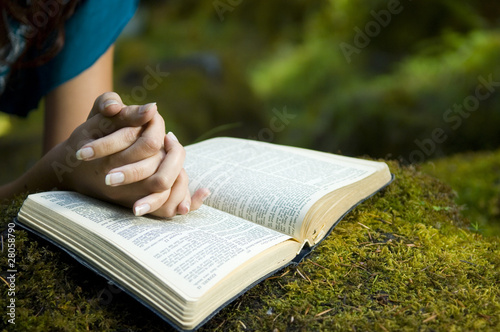 Leinwanddruck Bild Young woman reading bible